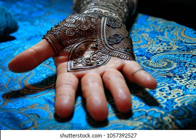 North America, USA, Washington.  March 15, 2017. Indian Mehendi celebration.  Henna application and rituals. Hand.