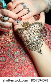 North America, USA, Washington.  March 15, 2017.  Indian Mehendi celebration.  Henna application and rituals. Hands. Inner arm.