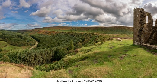 North York Moors landscape, looking over Newtondale with Skelton Tower on the right, seen from the Levisham Moor, North Yorkshire, England, UK