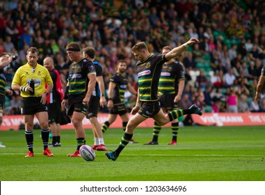 Northampton, UK. 13th October 2018. Dan Biggar of Northampton Saints kicks for goal during the European Rugby Challenge Cup match between Northampton Saints and ASM Clermont Auvergne
