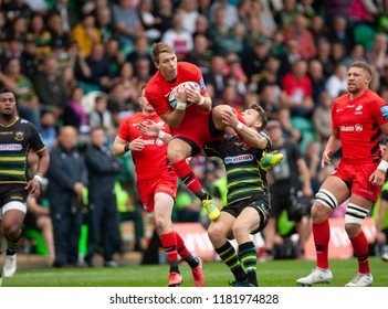Northampton, UK. 15th September 2018. Liam Williams of Saracens wins the ball during the Gallagher Premiership round 3 match between Northampton Saints and Saracens at Franklin's Gardens.