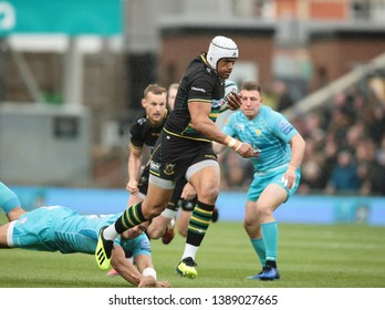 Northampton, UK. 4th May 2019. Luther Burrell of Northampton Saints makes a break during the Gallagher Premiership Rugby match between Northampton Saints and Worcester Warriors