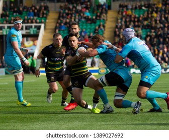 Northampton, UK. 4th May 2019. Tom Collins of Northampton Saints is tackled by Anton Bresler during the Gallagher Premiership Rugby match between Northampton Saints and Worcester Warriors
