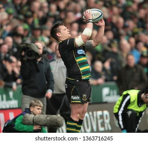 Northampton, UK. 7th April 2019.  Northampton Saints hooker Darren Dawidiuk throws in, during the Gallagher Premiership Rugby match between Northampton Saints and Gloucester