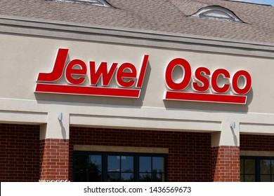 Northbrook - Circa June 2019: Jewel Osco grocery store. Jewel Osco is a subsidiary of Albertsons II
