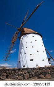 Northern Fuerevnetura, windmill close to El Cotillo