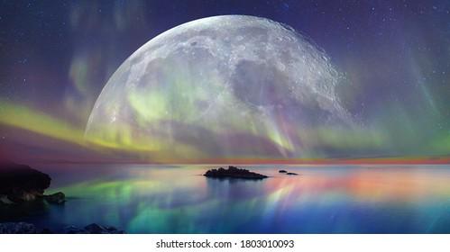 """Nordlichter (Aurora borealis) am Himmel mit supervollem Mond - Tromso,   Norwegen """"Elemente dieses von der NASA bereitgestellten Bildes"""""""