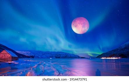 """Nordlichter (Aurora borealis) am Himmel mit Mondfinsternis - Tromso, Norwegen """"Elemente dieses von der NASA gelieferten Bildes"""""""