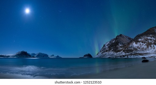 Northern lights dancing over Haukland beach (Lofoten, Norway)