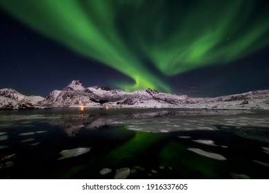 The northern lights, Norway, the Lofoten islands around the town of Nussfjord