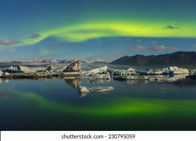 Northern lights over J�¶kulsarlon, Iceland