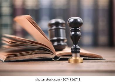 Notar-Siegel , Richter Gavel, Notarisiertes Dokumentkonzept, Legalitätskonzept.