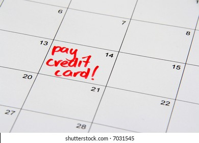 Note on the calendar reminding to pay off the credit card