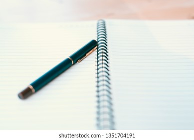 Notebook and pen in composition in black and white - Image
