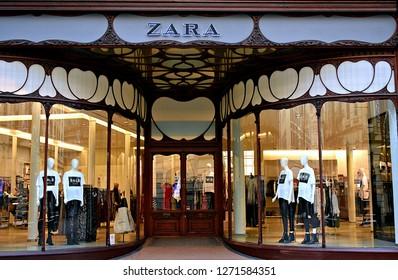 Zara shop front with Art Nouveau e754a04438