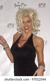 Nov 14, 2004; Los Angeles, CA: Actress/model ANNA NICOLE SMITH at the 32nd Annual American Music Awards at the Shrine Auditorium, Los Angeles, CA.