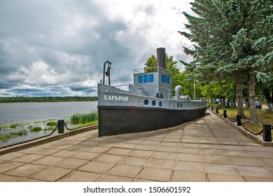 """NOVAYA LADOGA, RUSSIA - AUGUST 03, 2019: Photo of Towing ship """"Kharkov"""". Monument to the Ladoga military flotilla and the memorial complex """"Road of Life""""."""