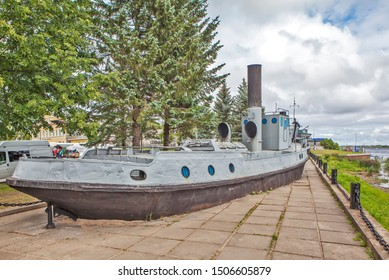 """NOVAYA LADOGA, RUSSIA - AUGUST 03, 2019: Photo of Monument vessel minesweeper """"ТЩ-100"""". Monument to the Ladoga military flotilla and the memorial complex """"Road of Life""""."""