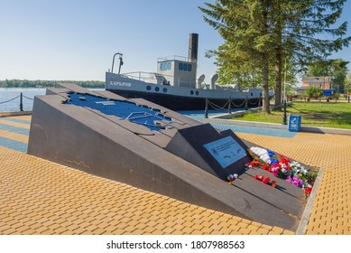 NOVAYA LADOGA, RUSSIA - JUNE 07, 2020: At the memorial to the naval sailors of the Ladoga flotilla and river workers of the North-Western Shipping Company on a sunny June day