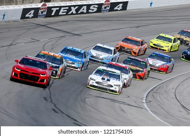 November 04, 2018 - Ft. Worth, Texas, USA: Kevin Harvick (4) Races through the field off turn four at the AAA Texas 500 at Texas Motor Speedway in Ft. Worth, Texas.