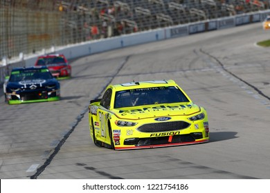 November 04, 2018 - Ft. Worth, Texas, USA: Paul Menard (21) battles through the turns for position during the AAA Texas 500 at Texas Motor Speedway in Ft. Worth, Texas.
