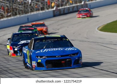 November 04, 2018 - Ft. Worth, Texas, USA: William Byron (24) battles through the turns for position during the AAA Texas 500 at Texas Motor Speedway in Ft. Worth, Texas.
