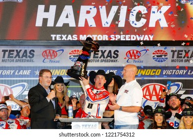 November 04, 2018 - Ft. Worth, Texas, USA: Kevin Harvick (4) wins the AAA Texas 500 at Texas Motor Speedway in Ft. Worth, Texas.