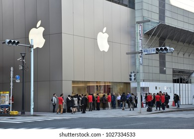 November 17, 2017 - people waiting forming a long queue in front of the Apple iStudio in Ginza, Tokyo, Japan