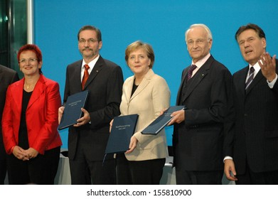 NOVEMBER 18, 2005 - BERLIN: Elke Ferner, Matthias Platzeck, Angela Merkel, Edmund Stoiber, Michael Glos after signing the coalition treaty, Paul-Loebe-Haus, Berlin.