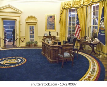 NOVEMBER 2004 - Designed by New York architect James Polshek, the William J. Clinton Presidential Library includes a replica of the Oval Office.