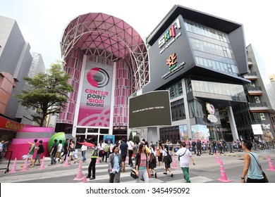NOVEMBER 27, 2015: - people walk to the Center Point Simesquare  in Bangkok Thailand on November 27,2015