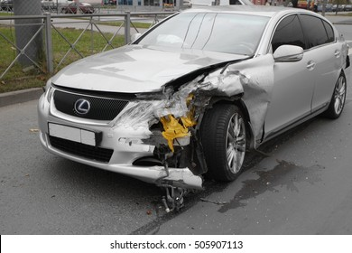 November 28, 2016 St. Petersburg, Russia, accident Lexus crash due to insufficient distance