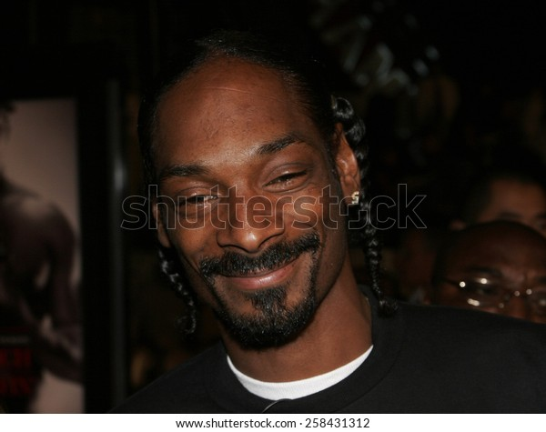 """November 3, 2005 - Hollywood - Snoop Dogg at the Paramount Pictures' """"Get Rich or Die Tryin'"""" Los Angeles Premiere at the Grauman's Chinese Theatre in Hollywood, California United States."""