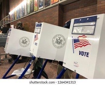 November 6, 2018 - NEW YORK CITY: People in Manhattan vote in midterm elections. Thirty-five of the 100 seats in the United States Senate and all 435 seats in the USHouse of Representatives were conte