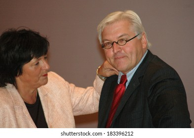 NOVEMBER 7, 2005 - BERLIN: Ulla Schmidt, Frank Walter Steinmeier before coalition talks of the CDU/ CSU and SPD, Willy-Brandt-Haus, Berlin-Kreuzberg.