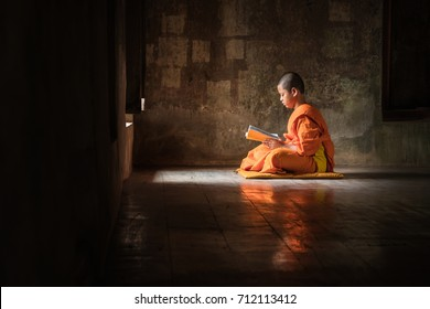 Novice reading Study Buddhism, The windows inside in the quiet temple.
