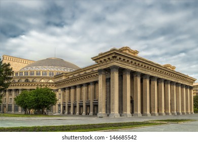 Novosibirsk academic opera theatre - the largest theatre building in Russia