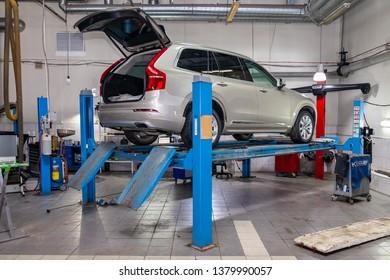 Bilder Stockfotos Und Vektorgrafiken Garage Werkstatt