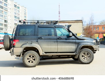 "Novosibirsk, Russia - April 16, 2016: The Car ""UAZ Patriot"" is parked at a shopping center in Novosibirsk from April 16, 2016."