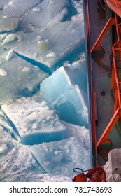 Nuclear-powered icebreaker solivet powerful first-year ice on way to North pole, 89 degrees 2016