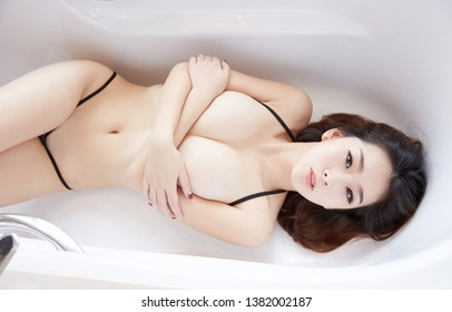 nude sexy Beautiful young woman,japanese style