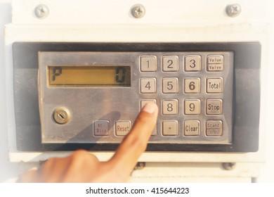 Numeric keypad oil control for fill oil