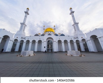 Nur-Astana Mosque (Nur-Sultan)/ The Nur-Astana Mosque is magnificent and remarkably beautiful. Its 40-meter height symbolizes the age of prophet Mohamed, when the Almighty's revelation first came upon