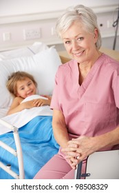 Nurse with child patient in USA Accident and Emergency