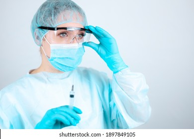 The nurse was wearing a medical gown, mask, and protective gloves and wore transparent glass