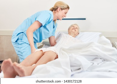Nursing lady embeds senior patient in nursing home at nursing home
