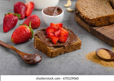 Nutella spread with wholegrain bread, fresh strawberries