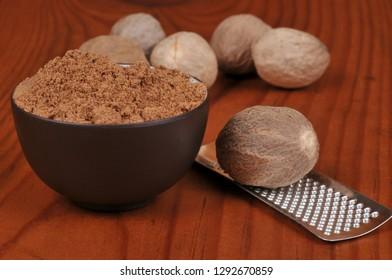 Nutmeg whole and powdered
