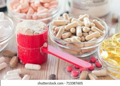 Nahrungsergänzungsmittel in Kapseln und Tabletten.