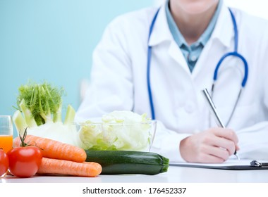 Nutritionist Doctor writing a diet plan